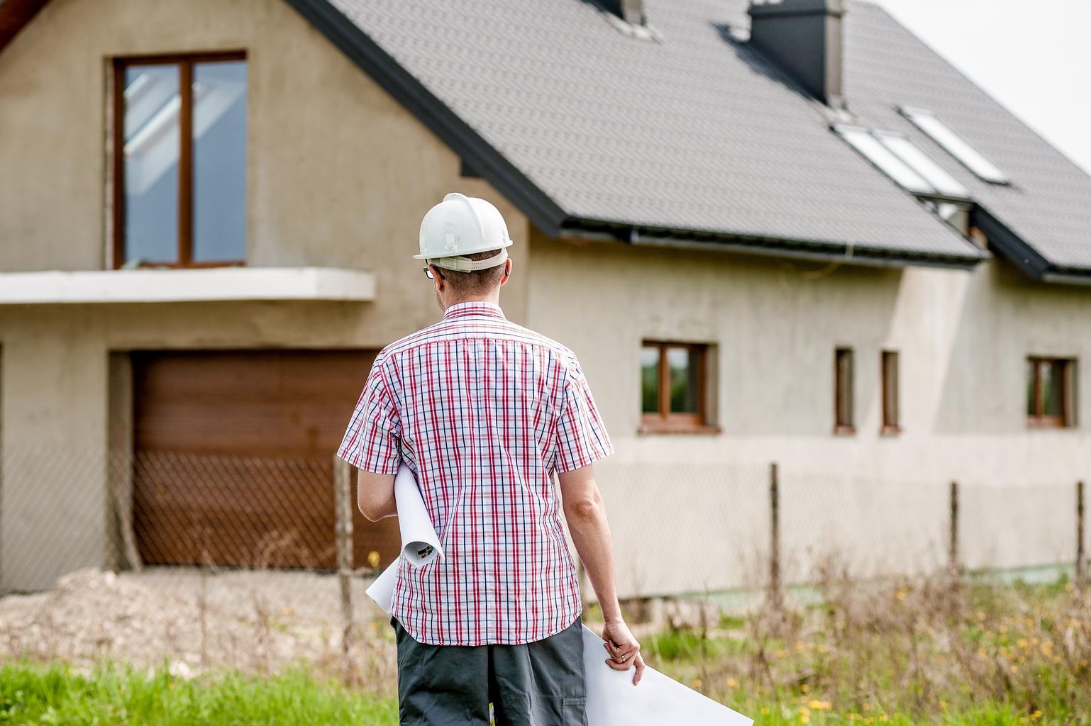 architekt pred domom