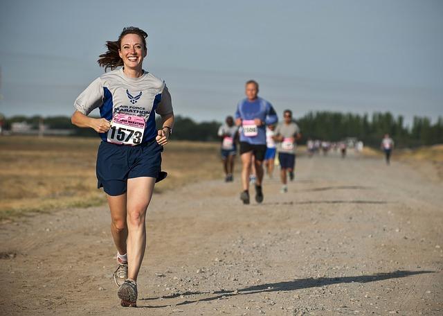 běžci při závodě