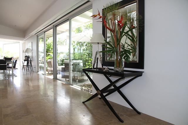 Miestnosť so sklenenými posuvnými dvermi.jpg