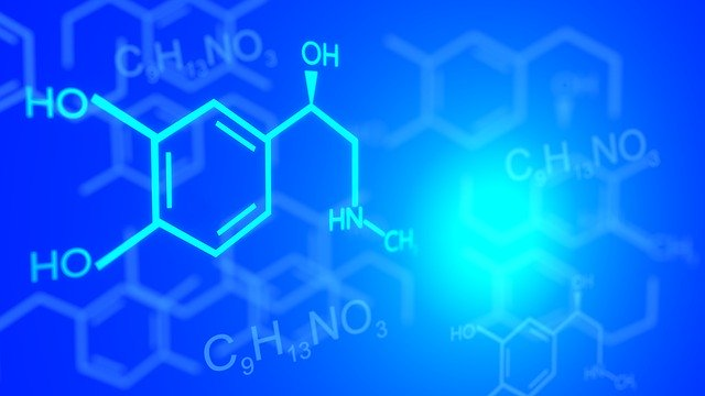 Chemický vzorec na modrom pozadí.jpg