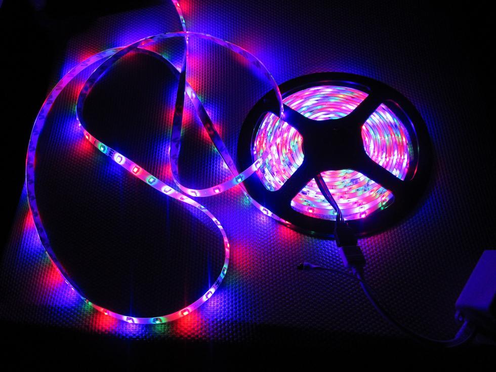 LED pásy všade, kam sa pozrieš